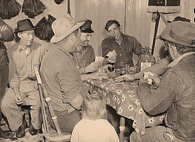 Isleños echando una partida de cartas en Delacroix Island, 1939